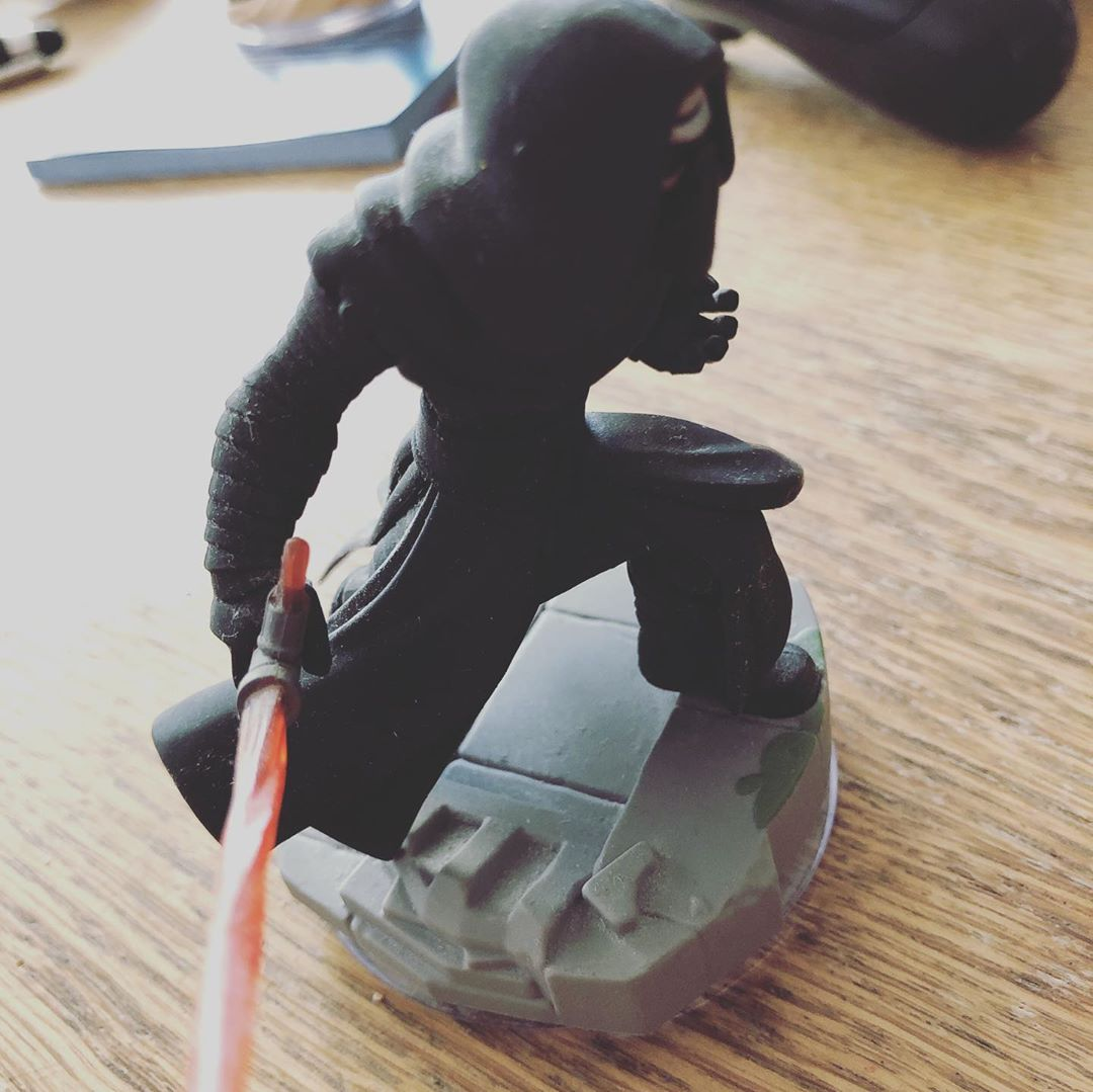 Wir können darüber streiten ob Disney Infinity ein gutes Spiel war, aber ich glaube wir sind uns einig, das Figuren Design war fantastisch! #disneyinfinity #starwars #kyloren #princessleia #ps4 #xboxone #games #toystolifegames
