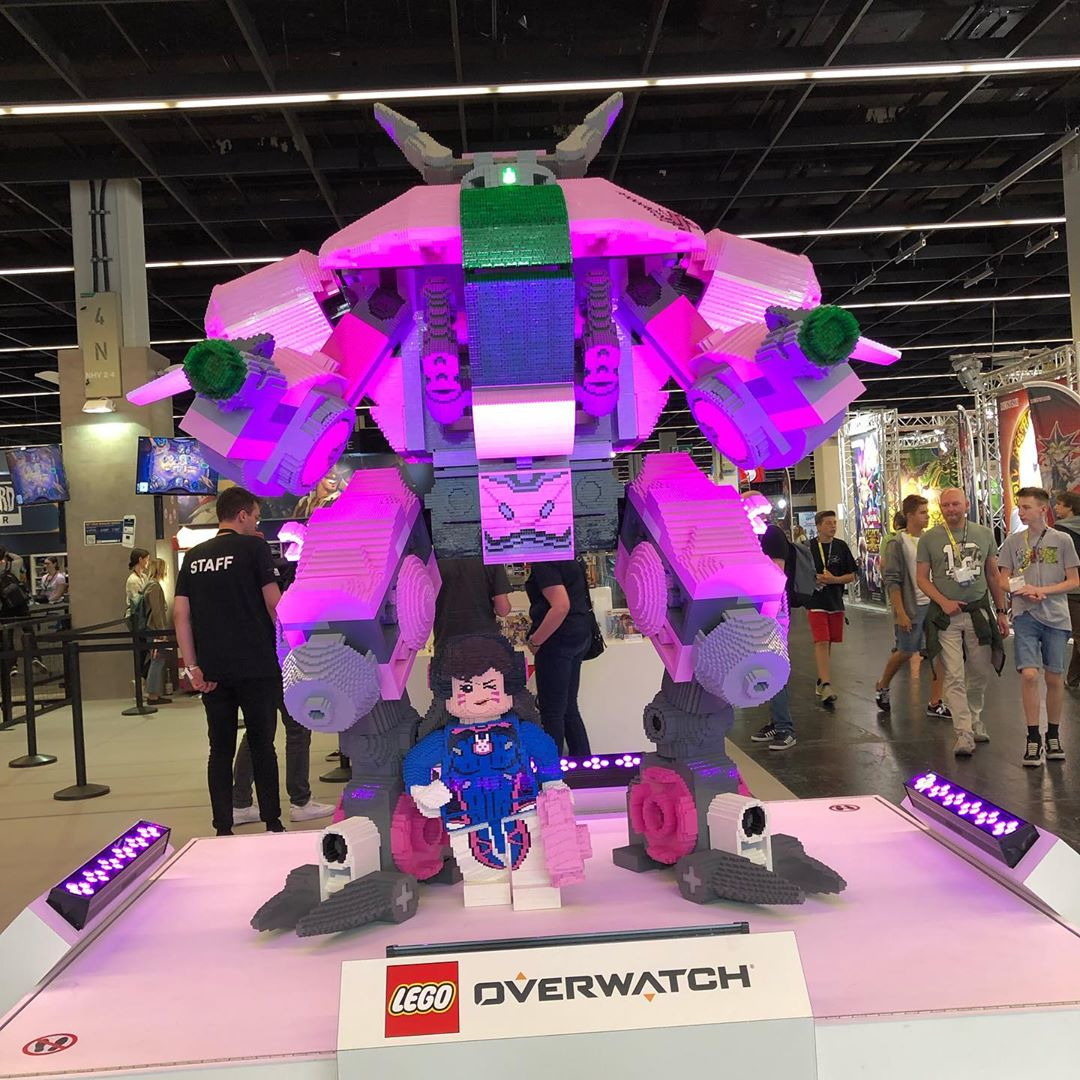 #gamescom2019 may be over, but we still have tons of pictures we want to show you! Here are some shopping area inpressions! #dva #overwatch #myheroacademia #gamescom #nerdom #deathnote