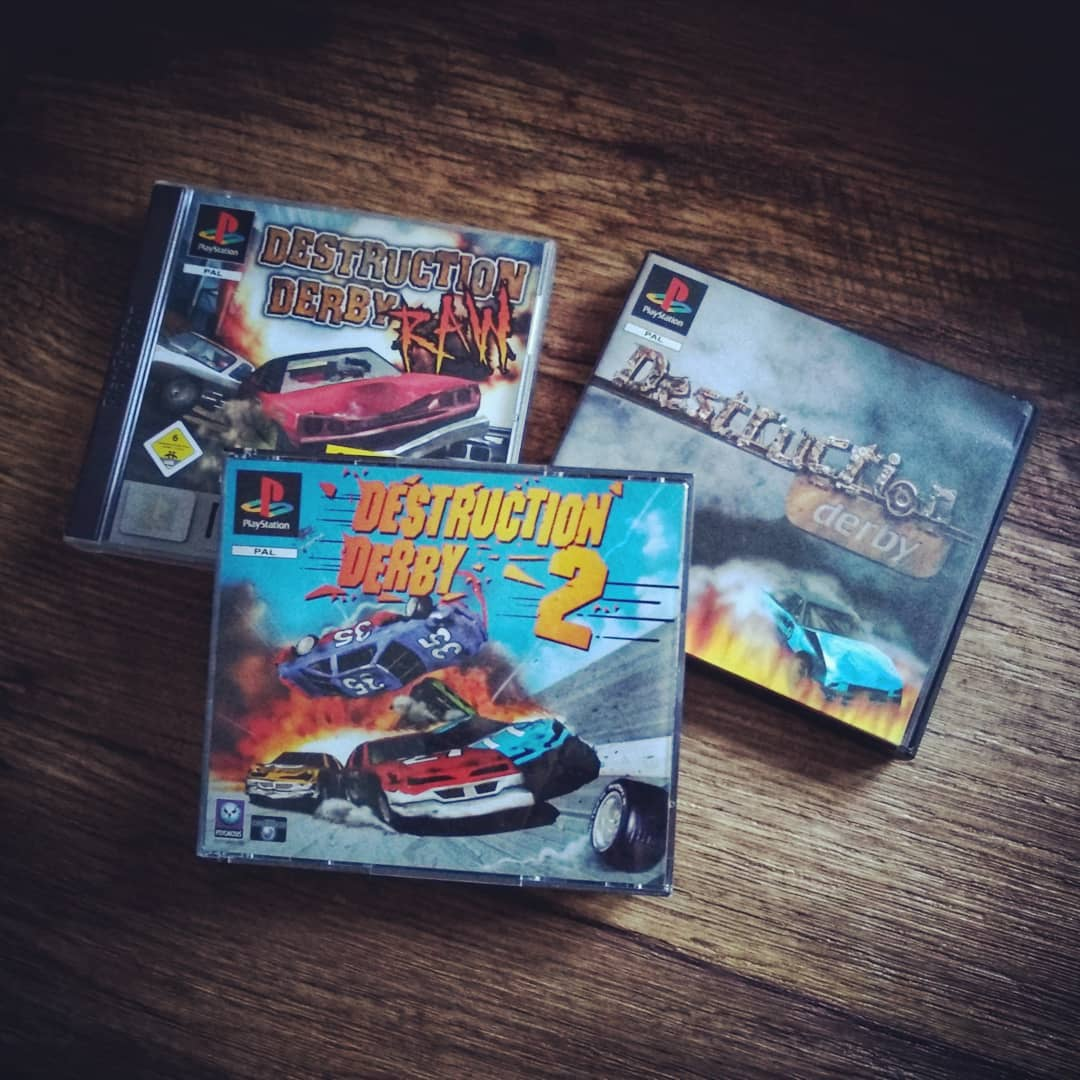 Wer kennt es noch & hat diese Serie so geliebt wie wir? Was haltet Ihr von Wreckfest? ?? Who knows the #destructionderby series and loved it like we do? What do you think about #Wreckfest? ?? #retro #retrogames #destructionderby2 #destructionderbyraw #psx